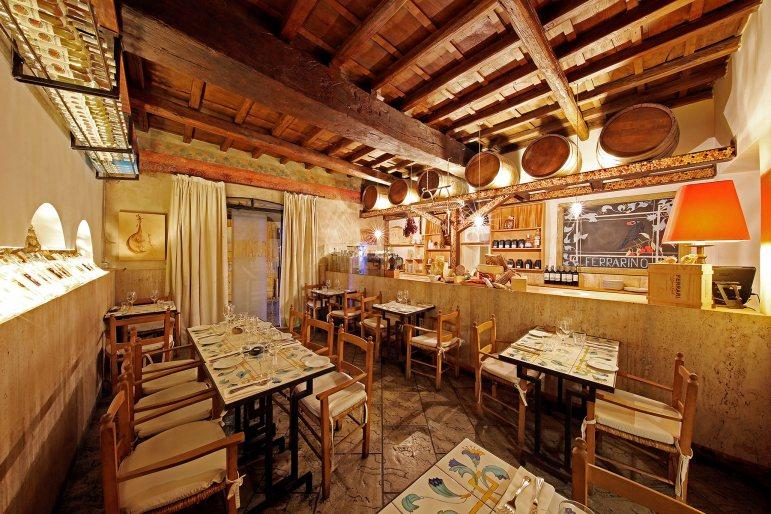 Rom Ferrarino Taverne